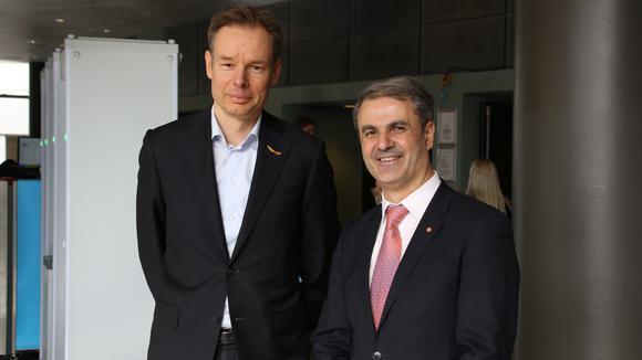 Svenskt Näringslivs ordförande Fredrik Persson tillsammans med näringsminister Ibrahim Baylan under Socialdemokraternas kongress i Örebro.