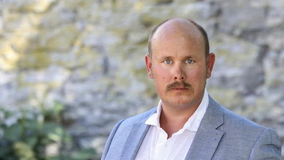 Hittills har Icabutiksägaren Mikael Ovrell valt att ta fighteten med brottslingarna. Han polisanmäler alla brott till polisen och har bland annat DNA-märkt varor.