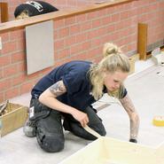 Kvinnorna tar plats i golvbranschen