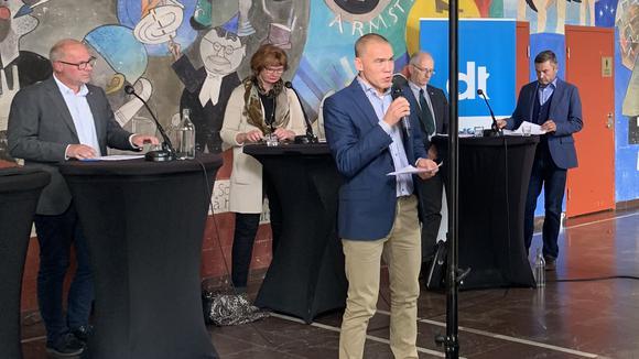 Deltagare i paneldebatt i Borlänge.