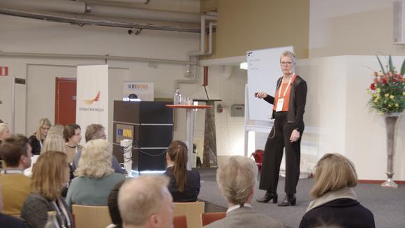 konferens, person på scen
