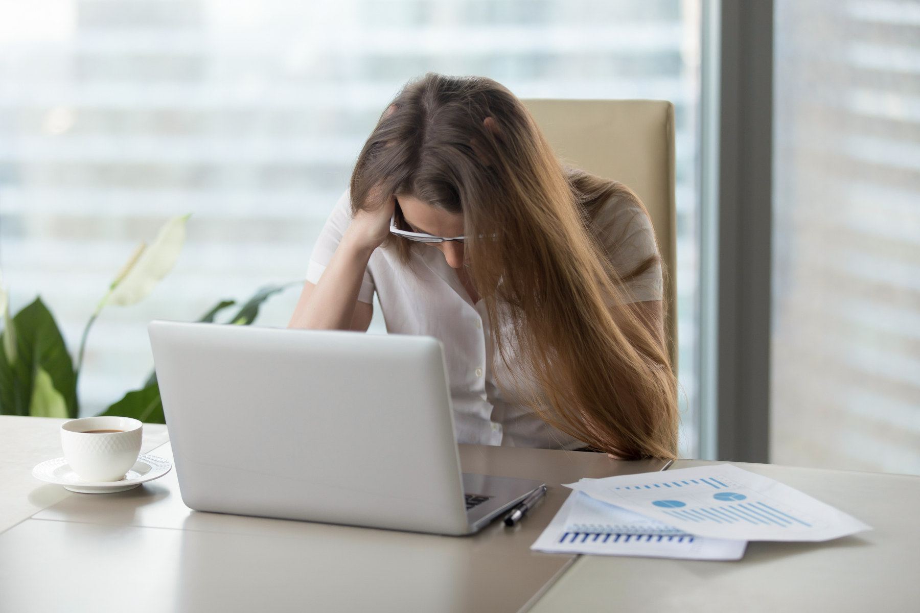 21016256-stressed-businesswoman-shocked-company-bankruptcy