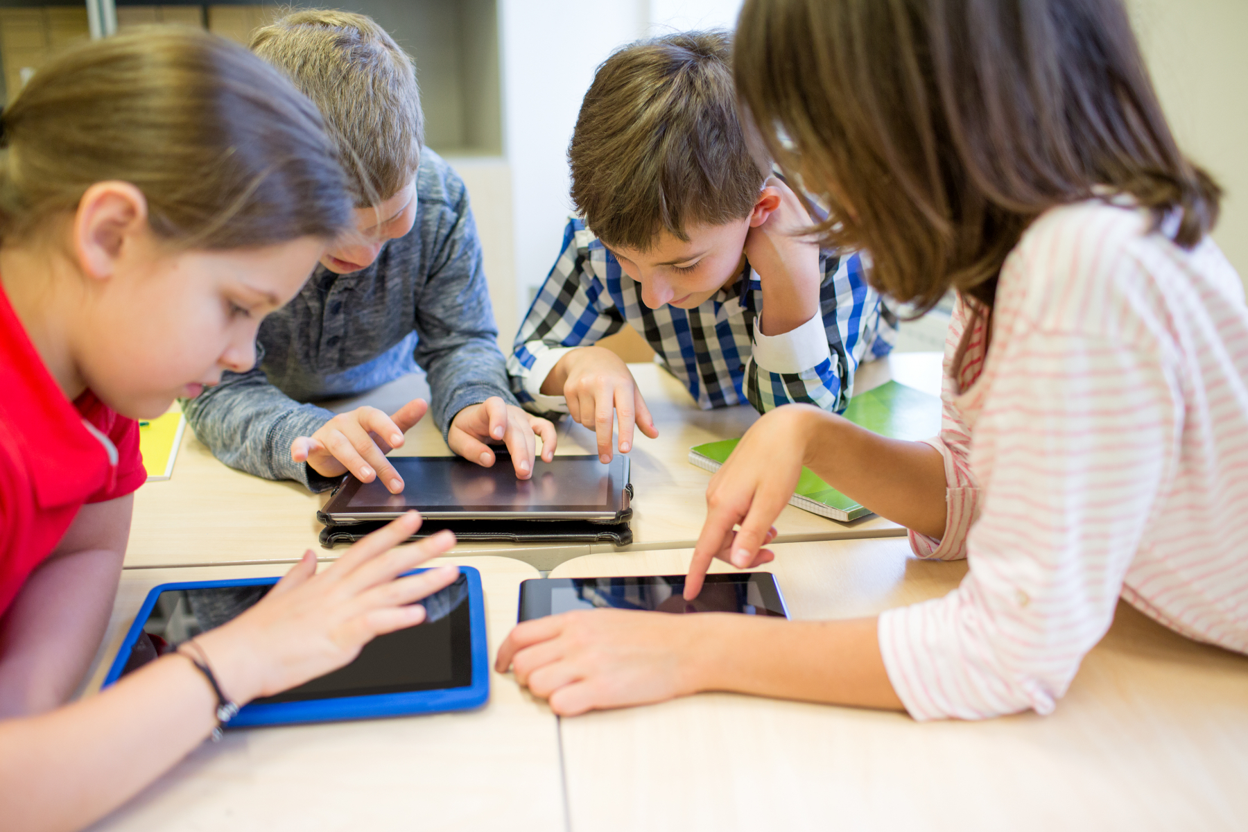 10676286-group-of-school-kids-with-tablet-pc-in-classroom
