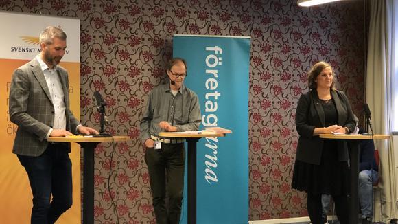 Karl Hulterström, Svenskt Näringsliv, Lars Ströman, NA och Eva Cooper, Företagarna inledde debatten.