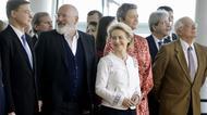 Ursula von der Leyen tillsammans med medlemmarna i den nya EU-kommissionen