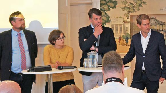 Politikerna Carl Johan Sonesson (M), Sara Svensson (V), Andreas Schönström (S) och Niels Paarup-Petersen (C).