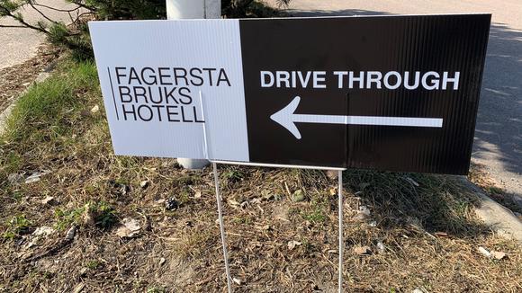 Drive-through skylt på Fagersta Brukshotell