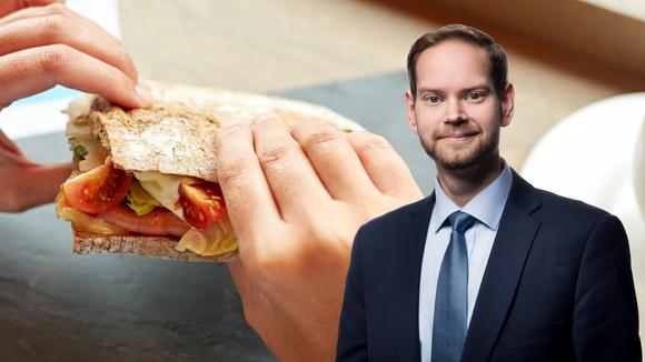 Daniel Andersson och macka på kafé