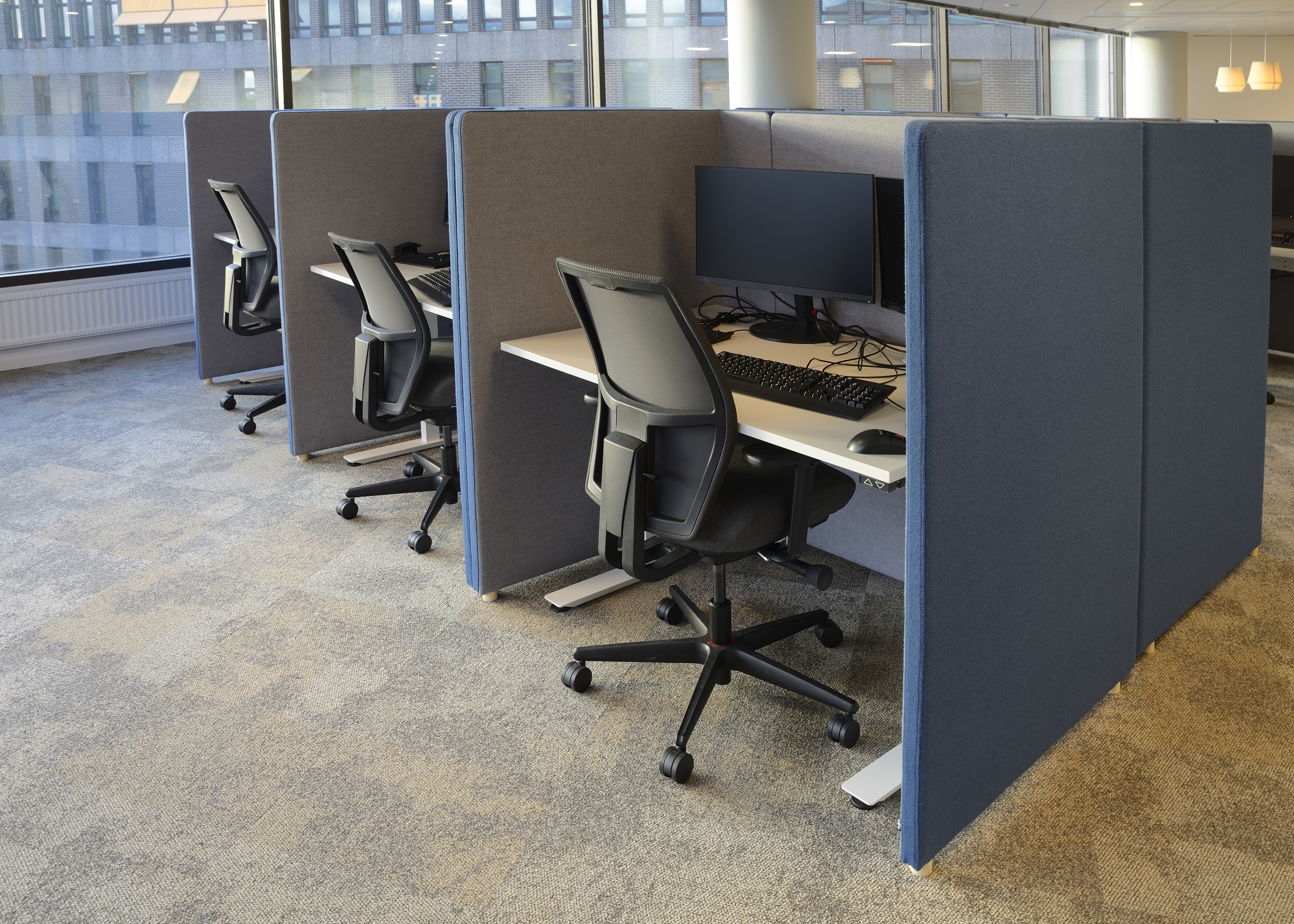 25508813-empty-office-chairs-in-a-row